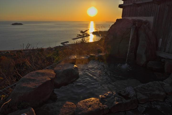 夕日を眺めながらの温泉