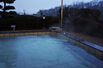 雨の中の露天風呂
