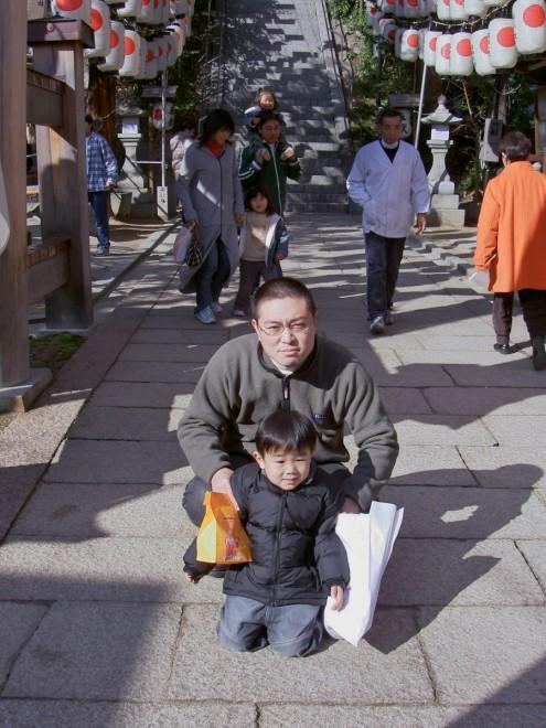 お父さんも一緒に 仁保姫神社です