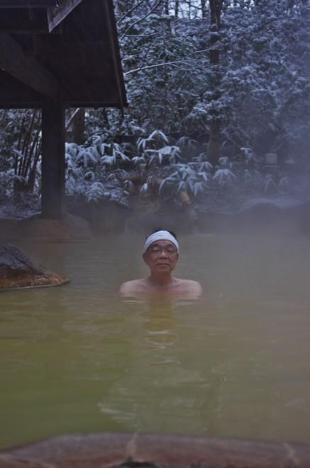 朝湯で冷えた体を温めて