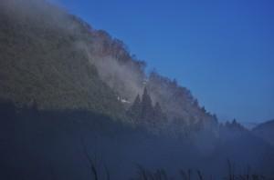 霧があがって快晴の空が