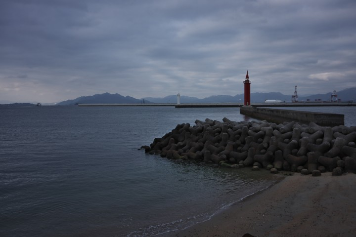 広島港の入口 テトラポットが並ぶ