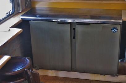 オークションで落札した冷蔵庫をセット