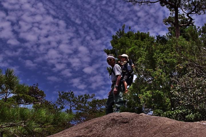 ヒデを背負って白滝山へ 暑い夏の日