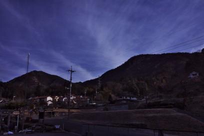 8:45 登山開始 左が大師山 右が白滝山