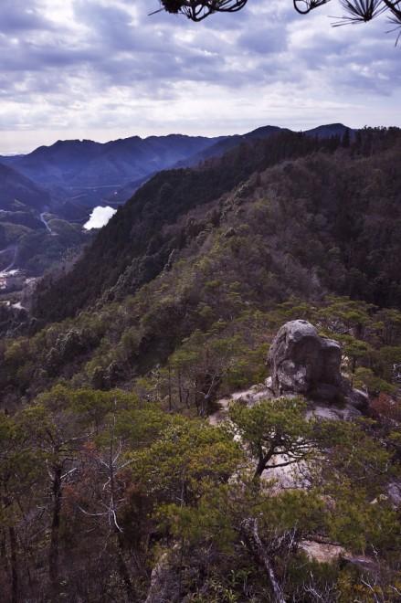 弥栄湖を見ながら高度を上げてゆきます