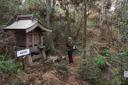 10:31 白滝水神社 横には鏡池