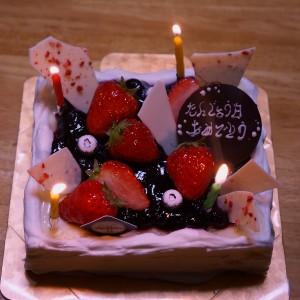 家で誕生日ケーキ