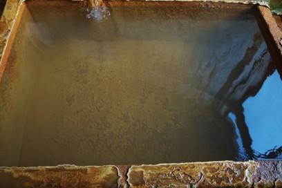 お湯は透明だが湯の花は多い 炭酸泉は少しトロットしている