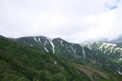 8:46 雪倉岳は雲の中