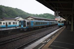 八幡浜駅で特急宇和海を待つ