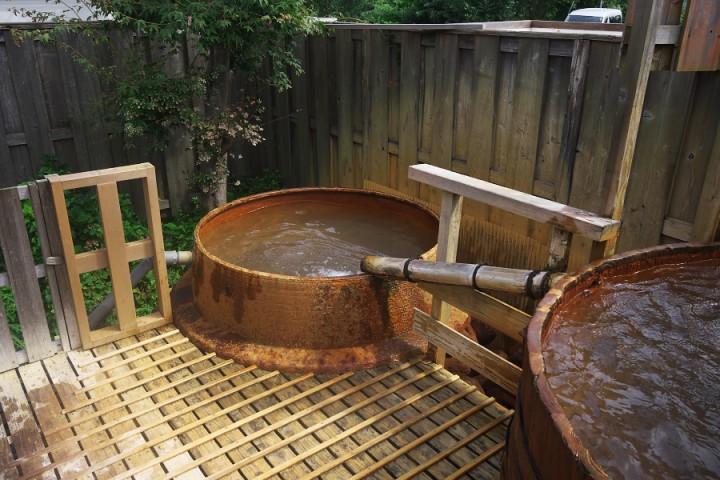 三瓶温泉の源泉の浴槽 33℃ぐらいだが夏は気持ちが良い