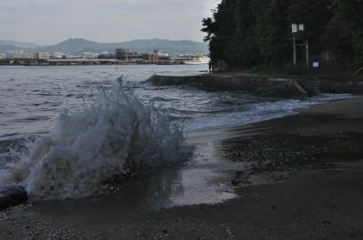 海岸には高潮が