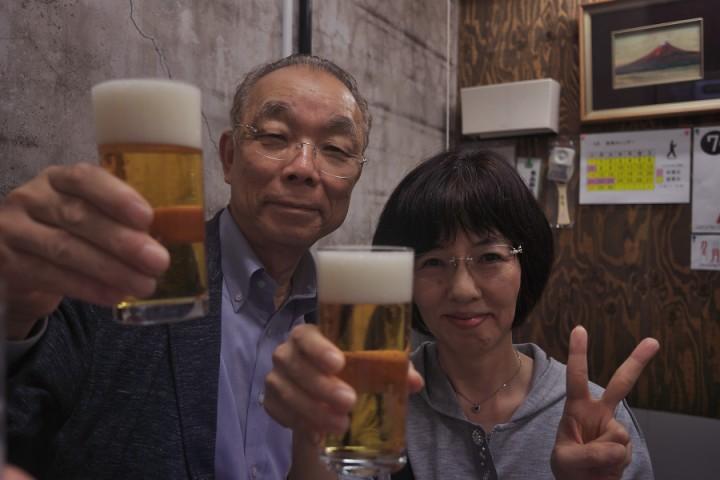 さっそく一度注ぎのビールから 一人2杯限定 ¥1000です