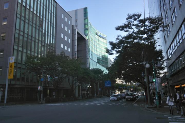 博多駅の筑紫口から筑紫通へ