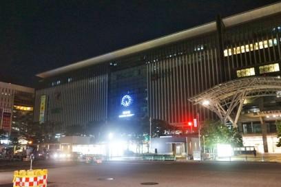 5:30の博多駅前 まだ暗い