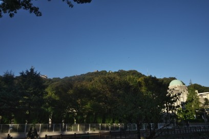 市内から松山城を見る