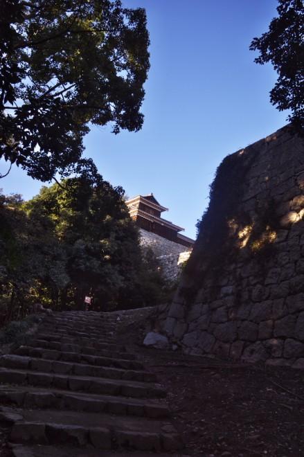松山城に登る 良い天気で気持ちが良い
