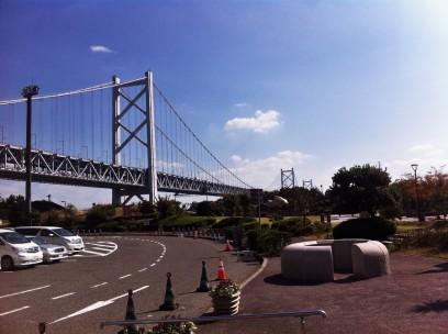 与島から瀬戸大橋を眺める