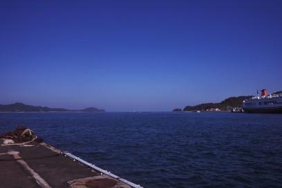 松山観光港の桟橋 瀬戸内は快晴