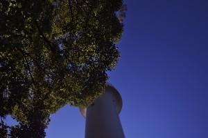 宇品灯台 空が青い