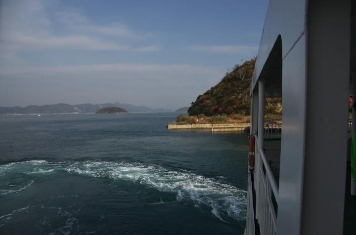 大三島の宗方港からフェリーでとびしま海道の岡村島に
