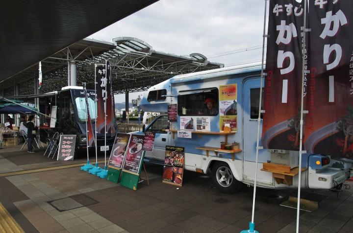 広島港ターミナルの横でひろしまみなとマルシェ 次回は第三日曜日(12/21)開催