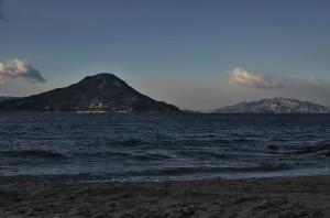 似島と宮島の山が白い