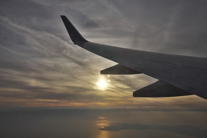 東京湾上空では夕焼け