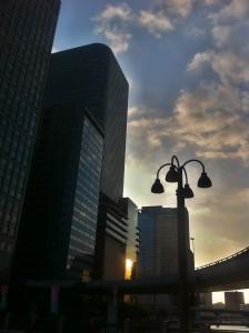 ビジネス街の夕闇
