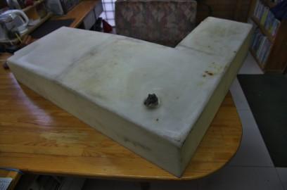 裏側の排水口 樹脂製のタンク