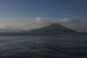 似島は少し白い