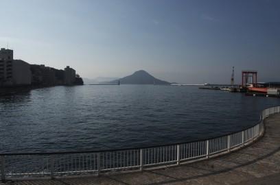 広島港です 沖には似島があります