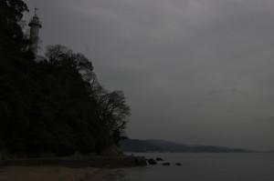 宇品灯台の空も暗い
