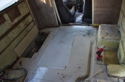 床下にセットした水タンク