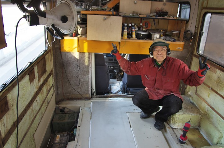 水漏れを修理した水タンク(100L)を床下にセット