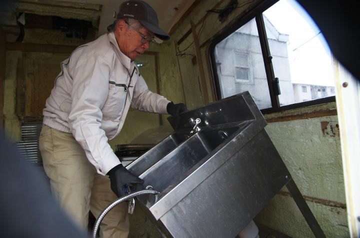 SDKさんが、忙しい中ガスと水の配管をしてくれました