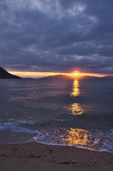 宮島に夕日が沈む 夕方にはかなり雲が出てきた