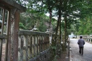 毛利の墓所を散策して瑠璃光寺へ