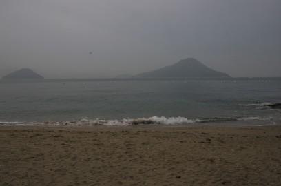 朝は霧のような靄がかかっている