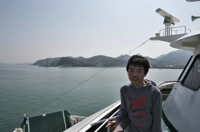 フェリーで小豆島の土庄港へ