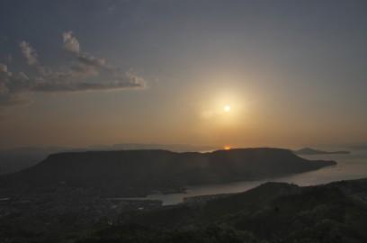 五剣山から屋島の夕焼けを望む