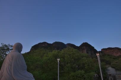 八栗寺から五剣山を望む