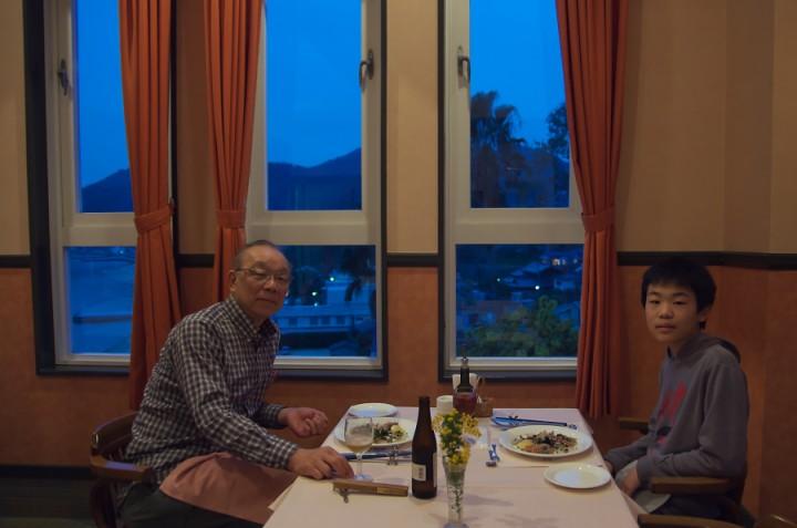 今日は宿は貸切でした 眺めの良い席で夕食をいただきます