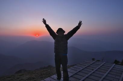 18:36 山頂で夕焼けを楽しみます 寒い