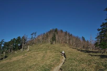 二の森への尾根を歩く