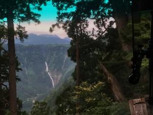 美女平からバスで天狗平へ 称名の滝が見える