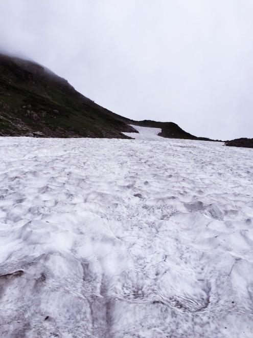 大雪渓が広がる