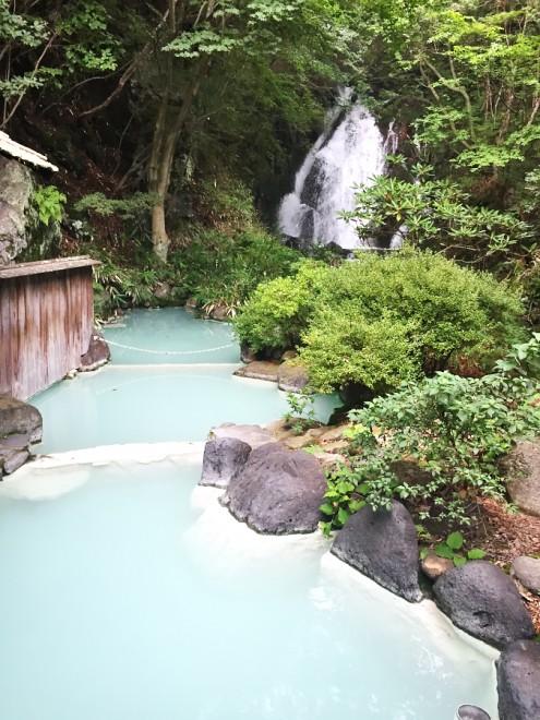 赤川温泉露天風呂 滝が見えて素晴らしいロケーション でも冷泉です