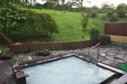 久住荘の朝風呂 お湯は白濁